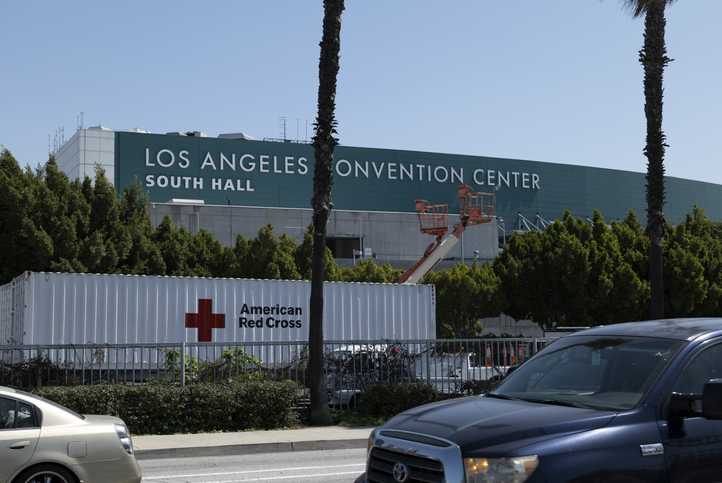 Hospital de campanha construído no Los Angeles Convention Center, na cidade de Los Angeles, Estados Unidos.